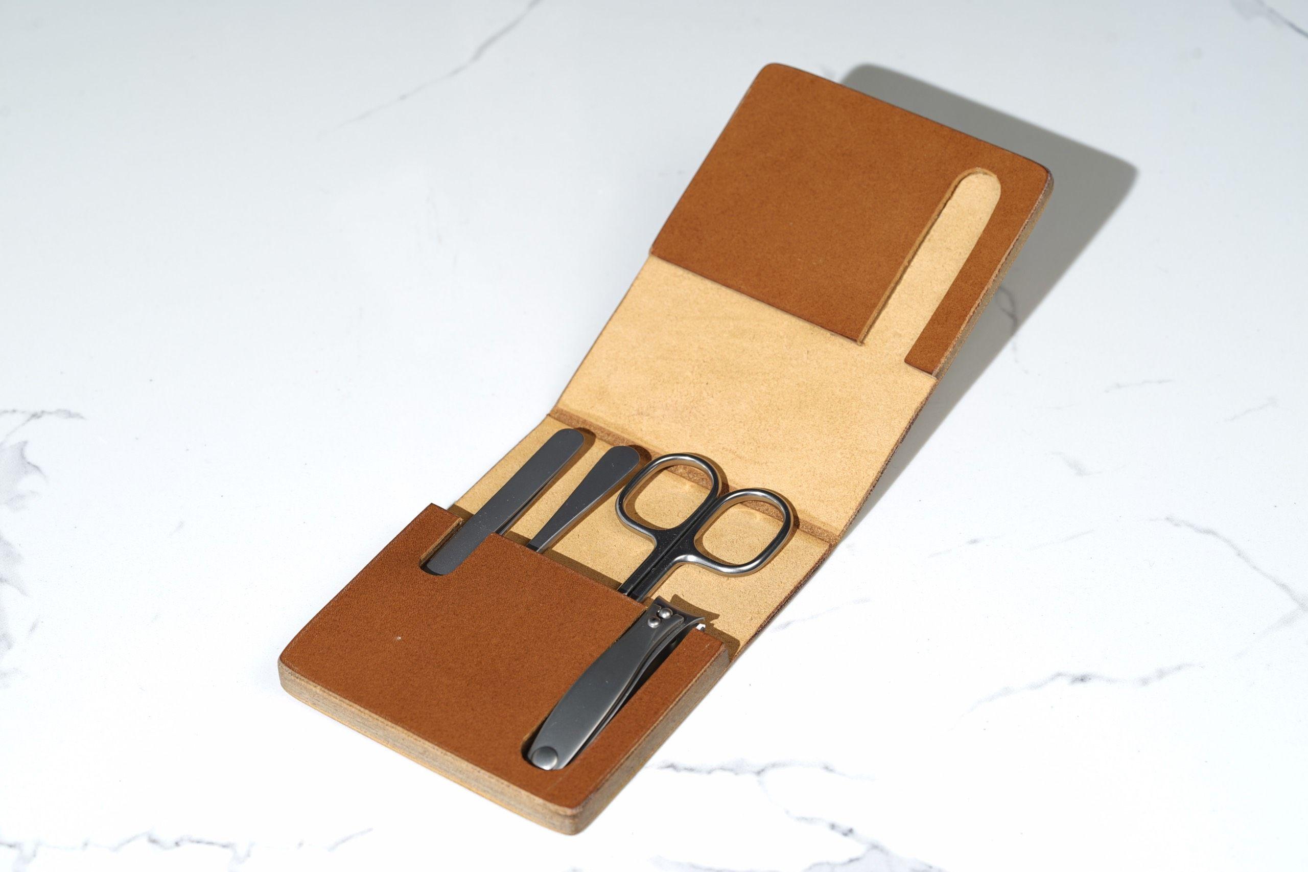 MÜHLE Manicure Set In Cowhide Case MCS1
