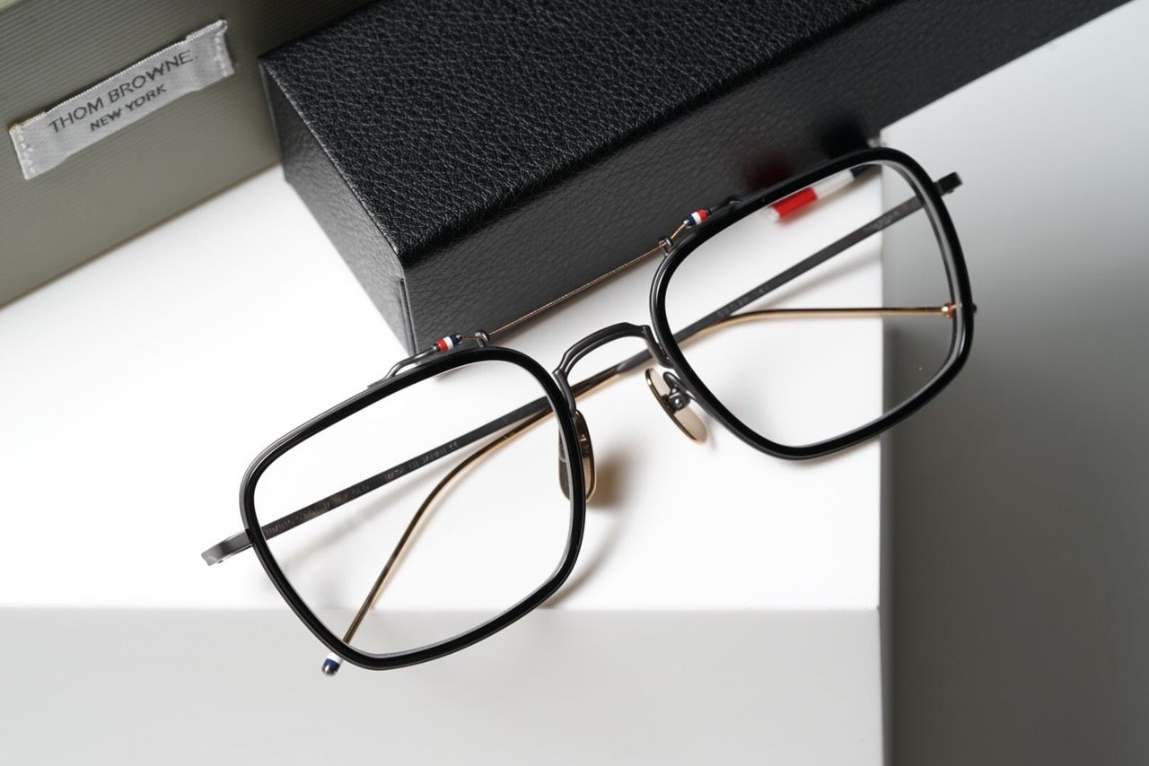 TBX816 - Black Glasses